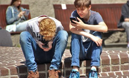 How can parents help keep children safe online?